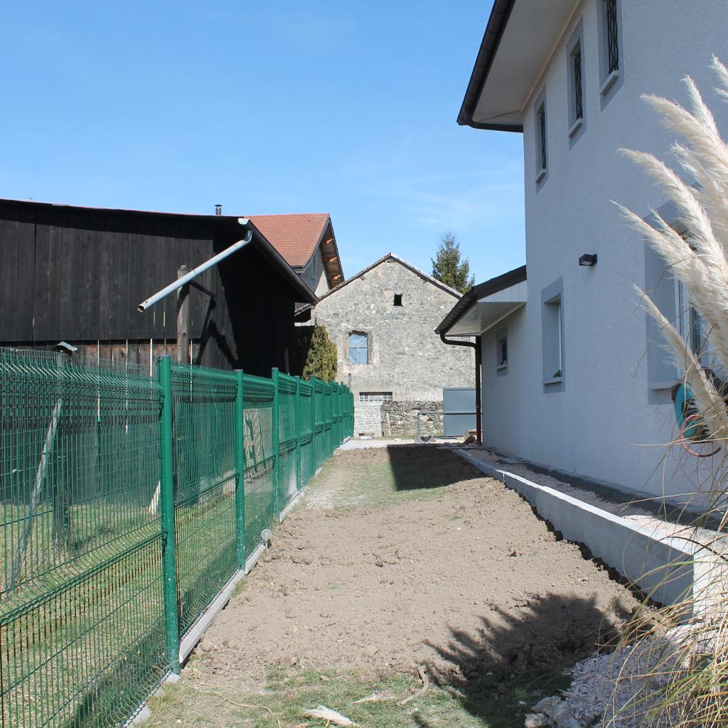 am nagement ext rieur d 39 une maison messery terrasse pierre enrob. Black Bedroom Furniture Sets. Home Design Ideas