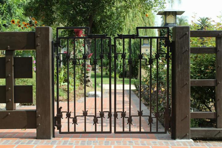 Travail de ferronnier, Portail en fer forgé ou Iron Gates