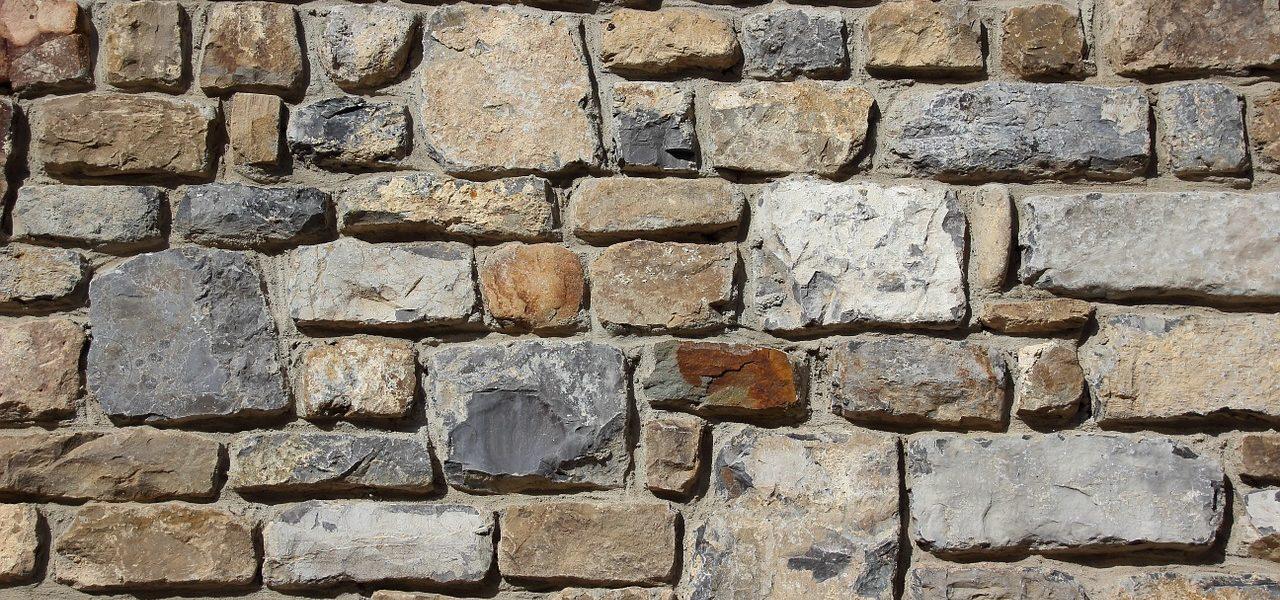 mur en pierre naturelle
