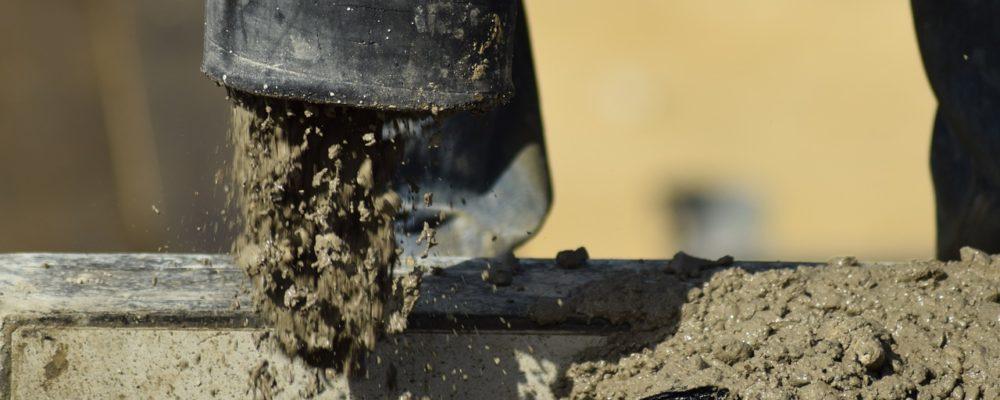coulage du béton sur un chantier
