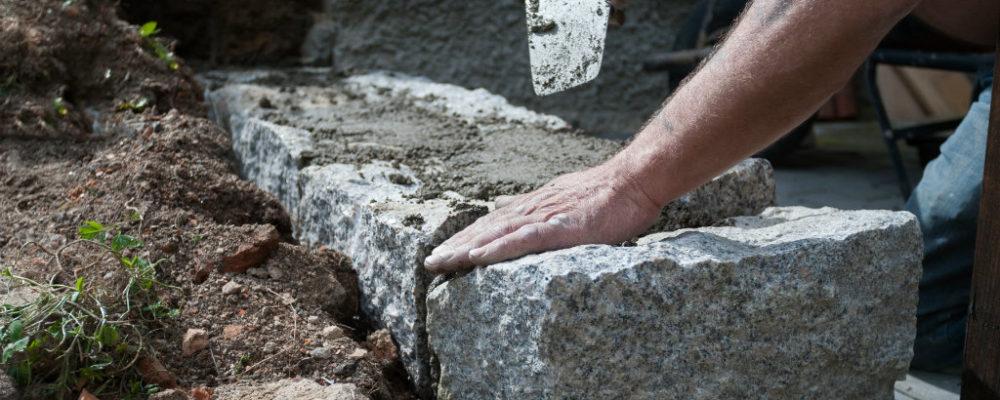 muret en pierre et béton