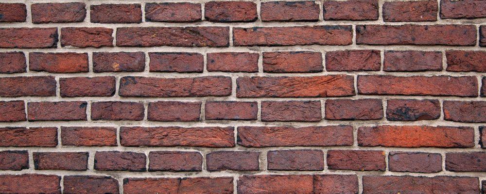 murs en briques rouges