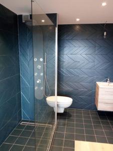 Salle de bain couleur et douche à l'italienne annemasse